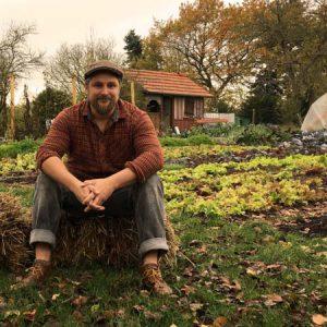 Linus Keutzer in seiner Gemüsegärtnerei